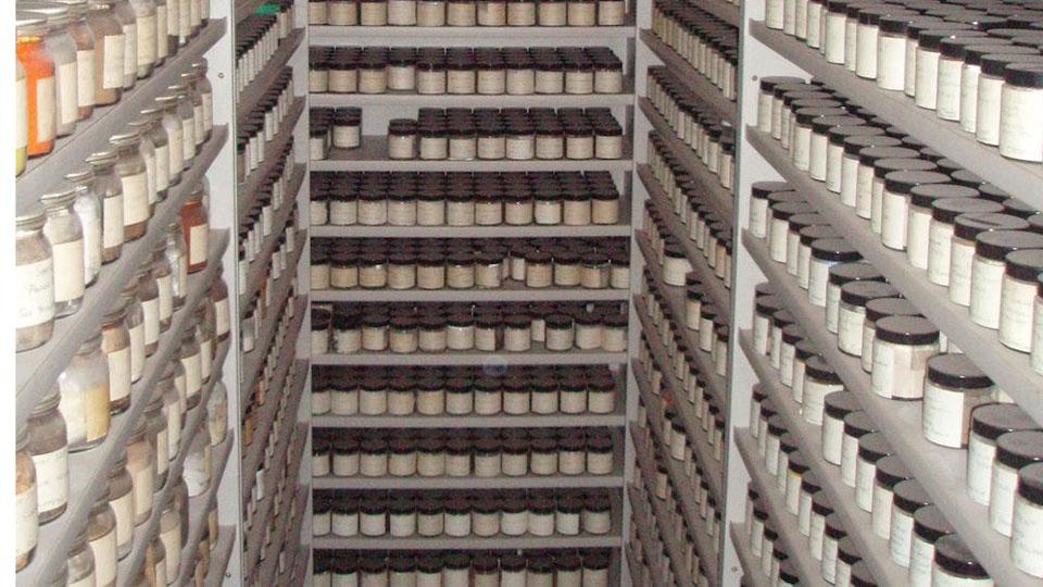 рафтове с проби на индустриален прах